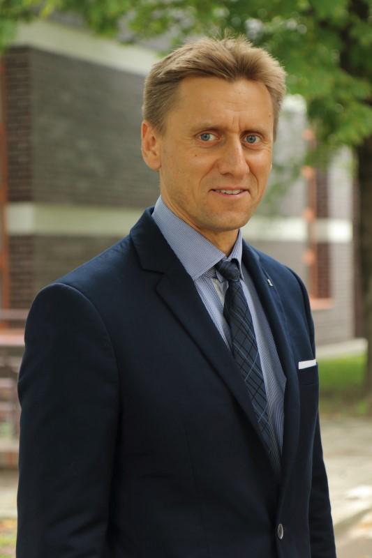 Prodziekan dr Mariusz Szynkiewicz